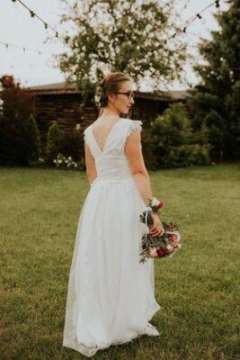 sukienka z wycięciem V