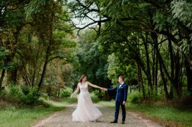 sesja w sukni ślubnej